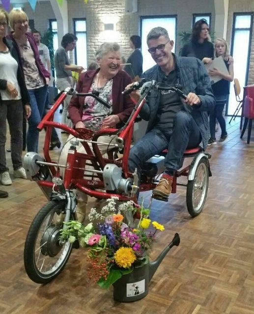 Boijl verwelkomt burgemeester, verwent ladies en bewondert nieuw café